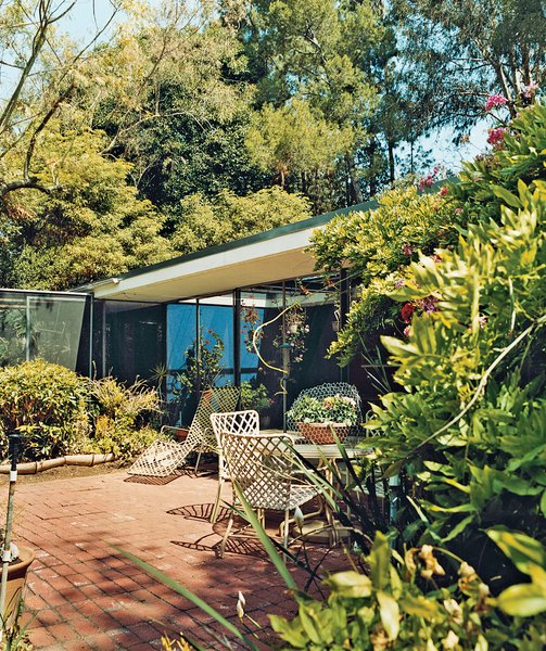 "At Shulman's insistence, Soriano created a screened area that protects the gardenside elevation of the house from, says the photographer, ""excessive wind and glaring light. In hot weather, when I have the sliding glass doors open, I close the screens on the sides—otherwise it's all open to the coyotes and raccoons."" In keeping with the off-the-shelf ethic of the Case Study era, Soriano used simple, durable materials that, after 57 years, remain intact."