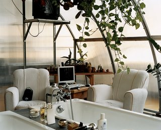 Boglione's terrarium-like bathroom doubles as an office. Every morning he sits in his armchair with his laptop before venturing further afield.
