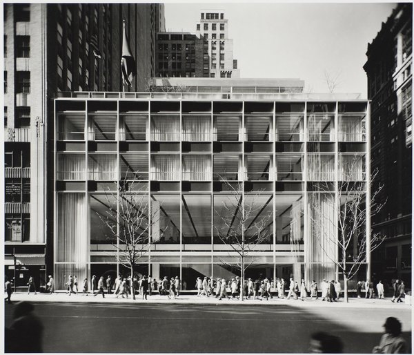 Manufacturers Trust Co. building, Manhattan, designed by Gordon Bunshaft of Skidmore, Owings, and Merrill, photographed in 1954. Gelatin silver print. Carnegie Museum of Art, Purchase: gift of the Drue Heinz Trust. Image courtesy of the Carnegie Museum of Art, copyright Ezra Stoller/Esto, Yossi Milo Gallery.