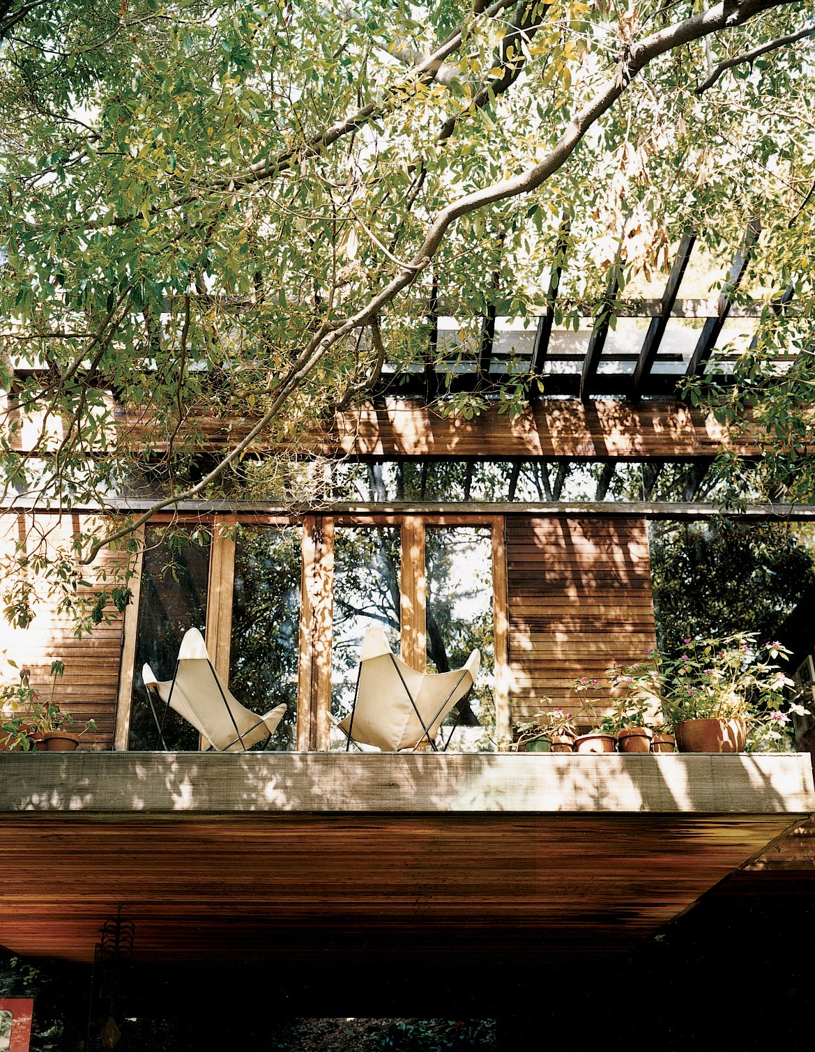 The terrace at the front of the house. Ray Kappe-Designed Multilevel House in Los Angeles - Photo 8 of 12