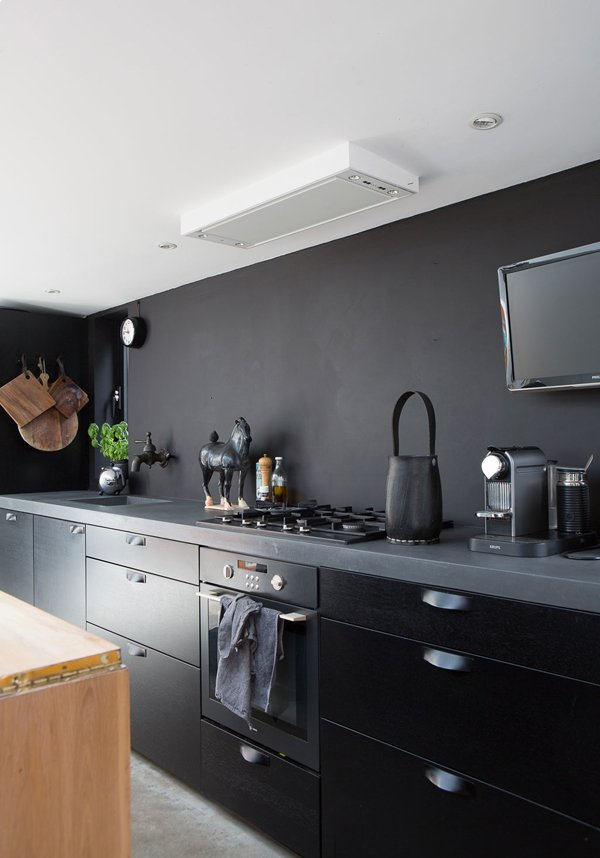 A matte black kitchen is perfectly in step with the Scandinavian style in this houseboat in the Netherlands. Via The Style Files Kitchen by Madainn Jonah Krall