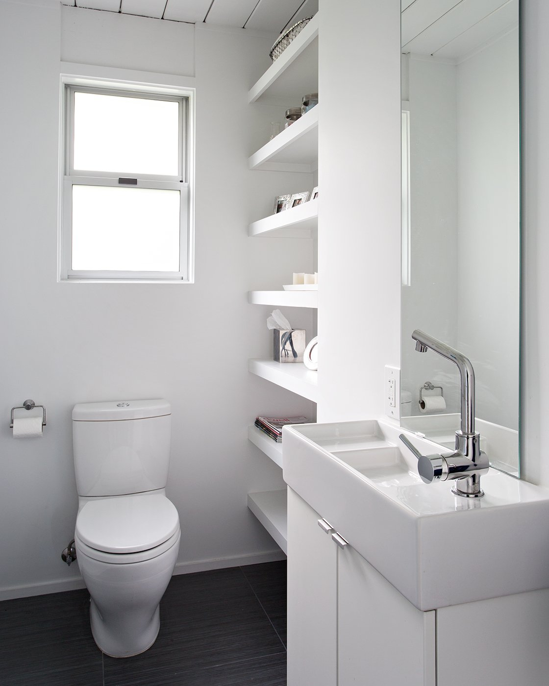An all-white design brightens up the bathroom, making it feel serene and comfortable for the family. Photo by Mariko Reed.  Modern Eichler Renovations by Allie Weiss from Eichler Remodel in Burlingame, California