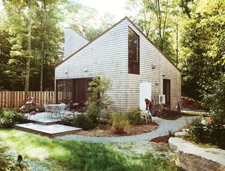 This Tiny New England Cottage Is a No-Frills Weekend Hideaway - Photo 8 of 12 -