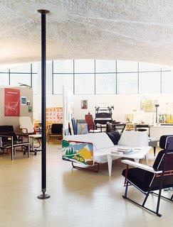 Modern Studio of a Finnish Design Legend - Photo 5 of 7 -