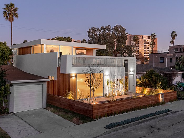 One of two Michael Ferguson-designed homes on our tours, the Wilson Residence in Venice is a testament to the evolution of the neighborhood: a traditional bungalow site transformed into the setting for a sleek two-story abode. Photo by Steve King Architectural Photography. I Love Modern Architecture - Photo 2 of 21