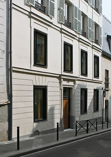 How California Style Influenced a Group Home in Paris - Photo 7 of 10 -