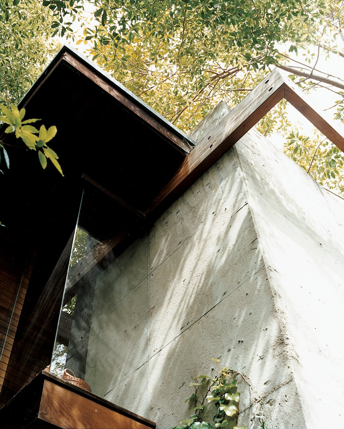 This detail shows the conjunction of concrete with wooden beams, where flush glass windows angle outward to the canopies of nearby trees. The detail also encapsulates Ray's vision for the house: a synthesis of the rational and the intuitive. Ray Kappe-Designed Multilevel House in Los Angeles - Photo 10 of 12