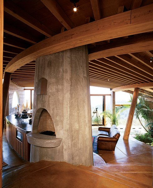 The interiors of many of Muennig's houses emphasize natural building materials such brbras wood, concrete, and stone. Plant life and nature are intrinsic to the Pfeiffer Ridge House IV.