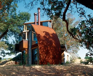 Big Sur: Coastal Commissions - Photo 9 of 9 - Hidden away up a perilous dirt road, the Witt Guesthouse, in its material and construction, reflects the wildness of the beauty that surrounds it.