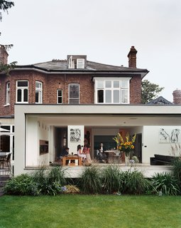 "10 Indoor-Outdoor Homes in London - Photo 5 of 10 - Architect Gregory Phillips connected the original house to a new modern extension that doesn't interfere with the surrounding houses. ""I try to be true to the location,""he explains, ""so it doesn't seem like some spaceship has landed."""