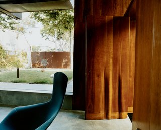 The fluted cherry front door, designed by Scarpa, launches a rippling motif that reappears in furniture and on walls. The Harry Bertoia Bird chair is from Knoll.