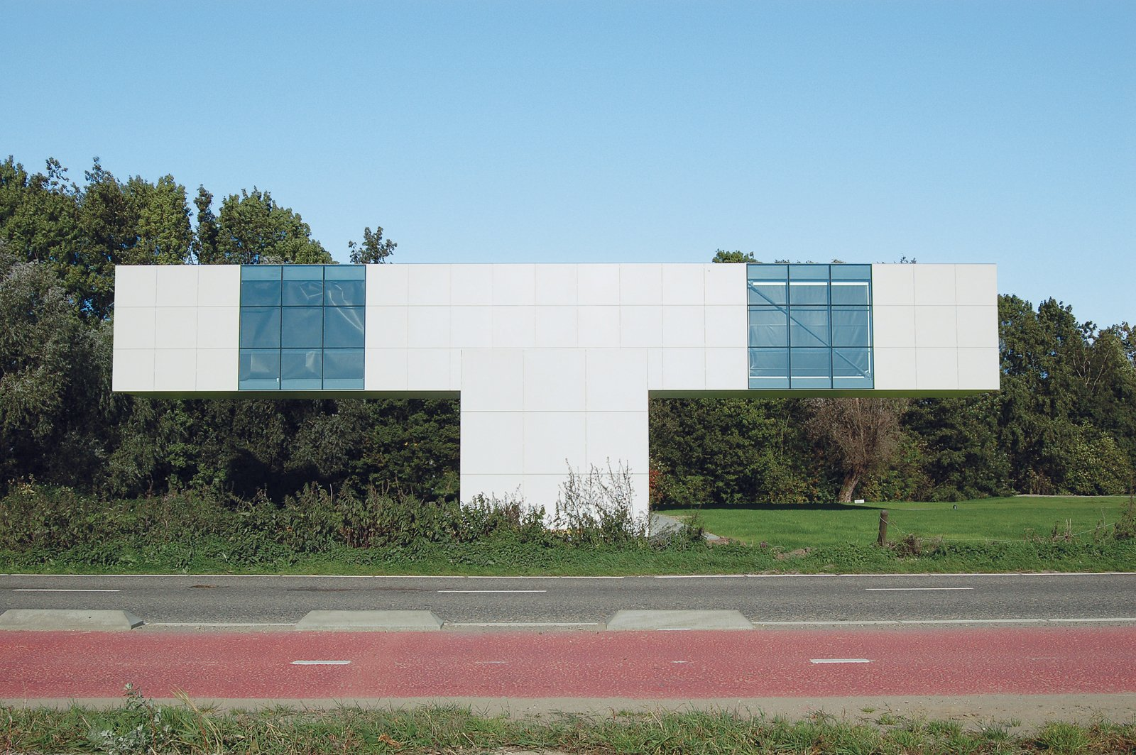 The Building is a collaboration with conceptual artist Stanley Brouwn, completed in 2006. From the side, it appears to be T-shaped; actually it's a cross, composed of one rectangle balancing on another.  Photo 5 of 8 in Et tu, Bertus?