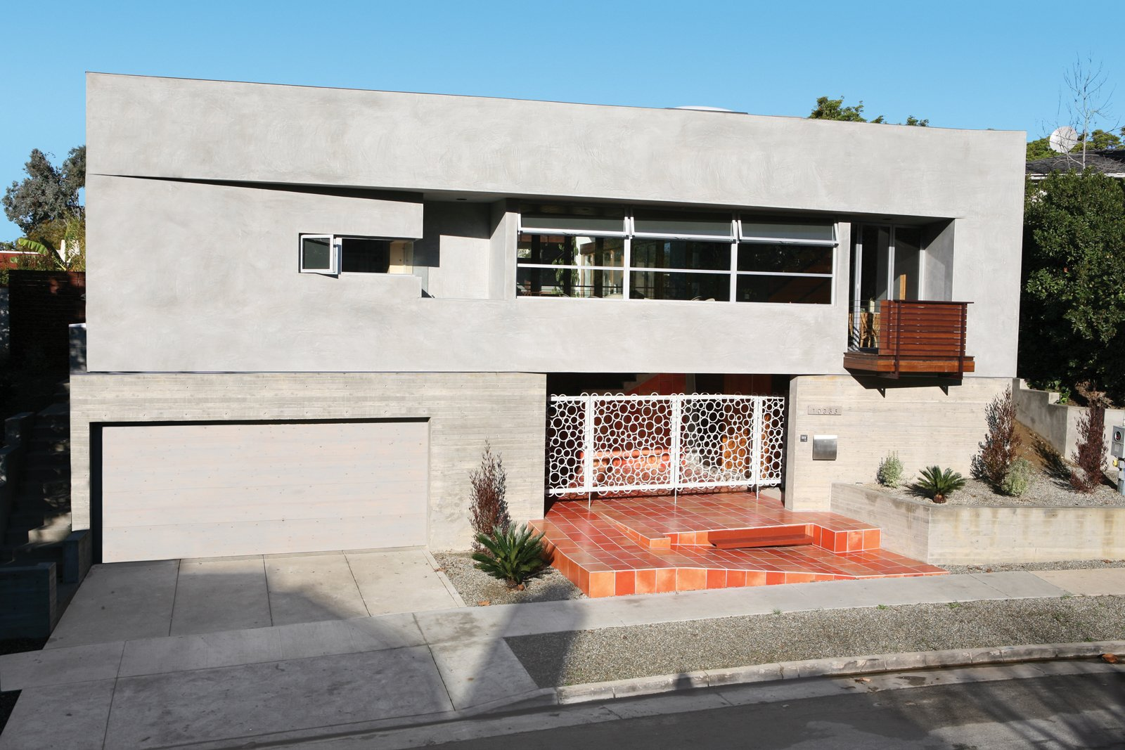The thick stucco walls and tiled roof repels heat, and the cleverly positioned casement windows (even in closets) suck Pacific sea breezes far inland.  Courtyard House by David A. Greene