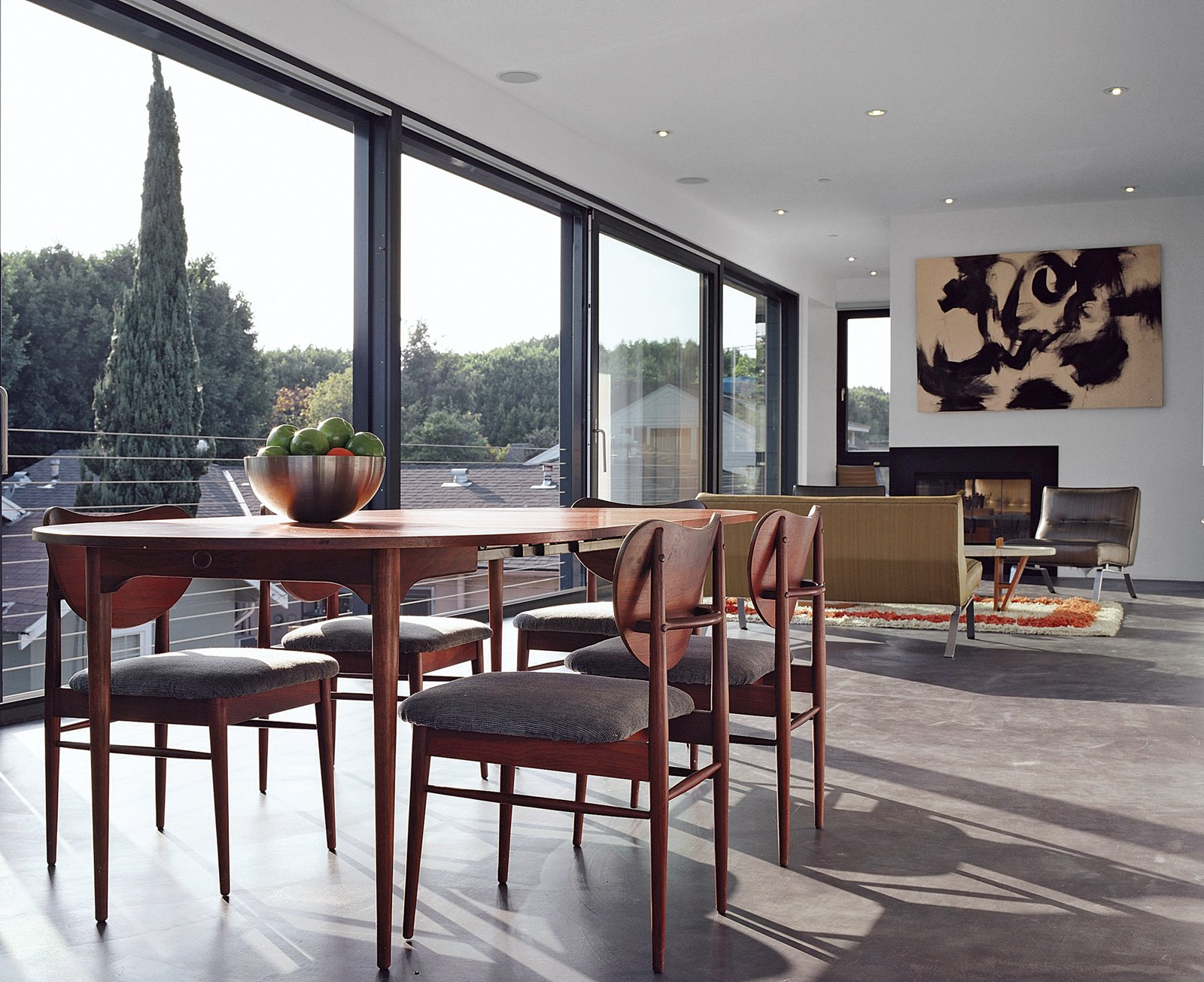 Throughout the house operable windows enable cross ventilation. The ones Reitz and Kurath used contain krypton gas, a dense gas that enables heat to be transmitted more slowly, between the panes. The dining table and chairs are vintage Danish pieces.