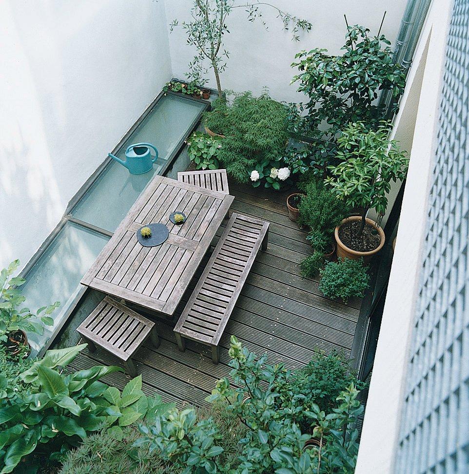 The courtyard features a more standard garden.