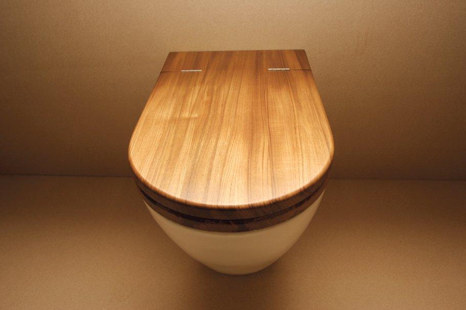 Toilet seat in teak by William Garvey.