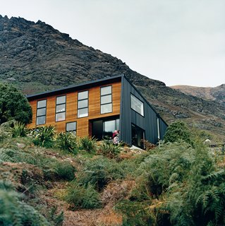 The location on the shores of a small bay means it is sheltered from cold southerly winds. The alpine location provided plenty of inspiration for landscaping, which Ritchie and Kerr elected to keep as minimal as possible, as if the home had landed on its site with as little disturbance or alteration as possible.