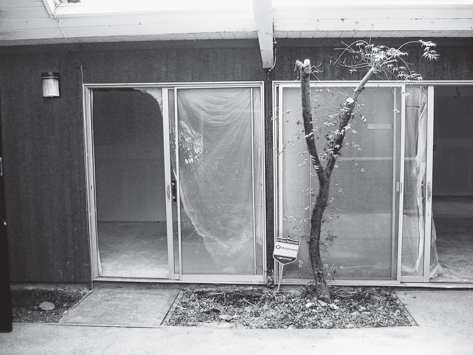 A 2006 photograph shows the dated sliding glass doors. A Mid-Century Modern Home in Southwest Portland - Photo 13 of 15