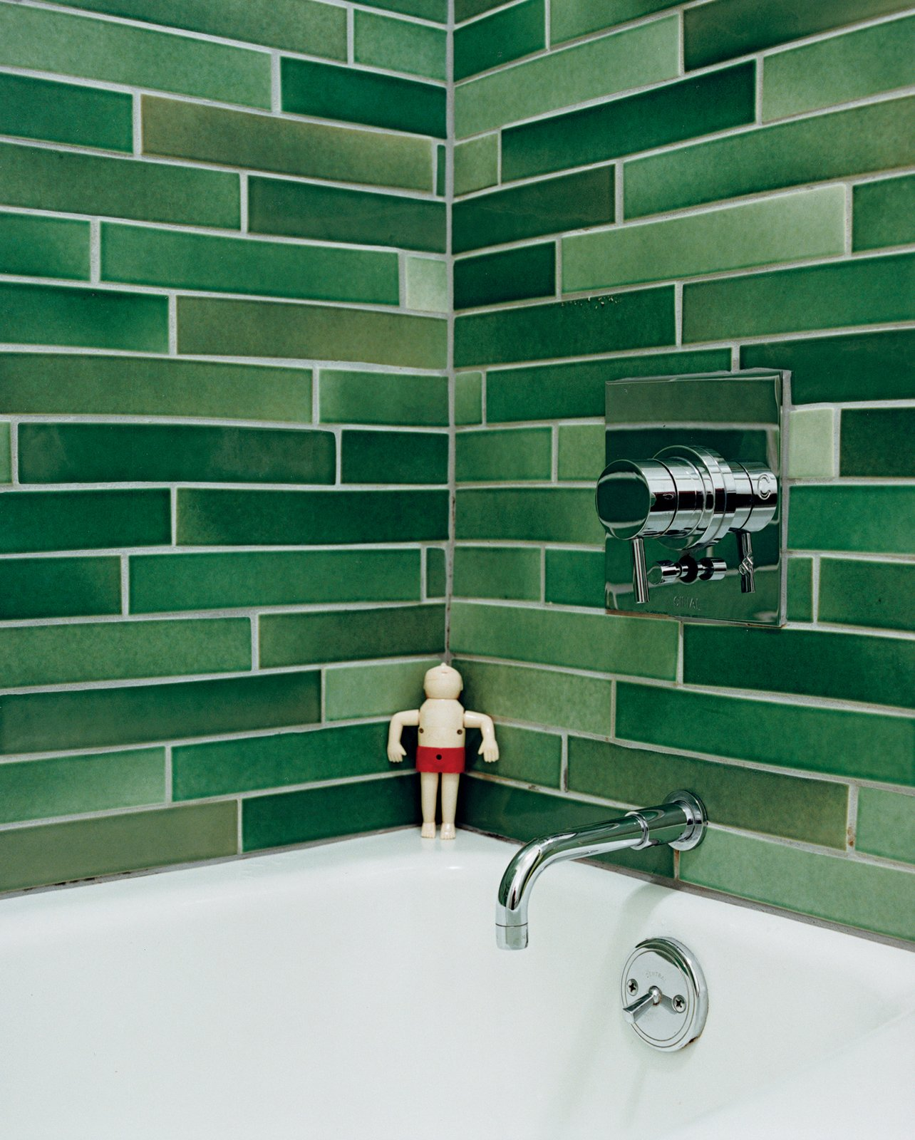 The Heath tiles in the bathroom were hand-selected from boxes of factory seconds. A Mid-Century Modern Home in Southwest Portland - Photo 15 of 15