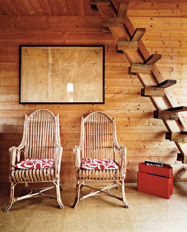 Kiehl's mentor, Horst Beier, built a ladder from the living room to the guest-bedroom loft.