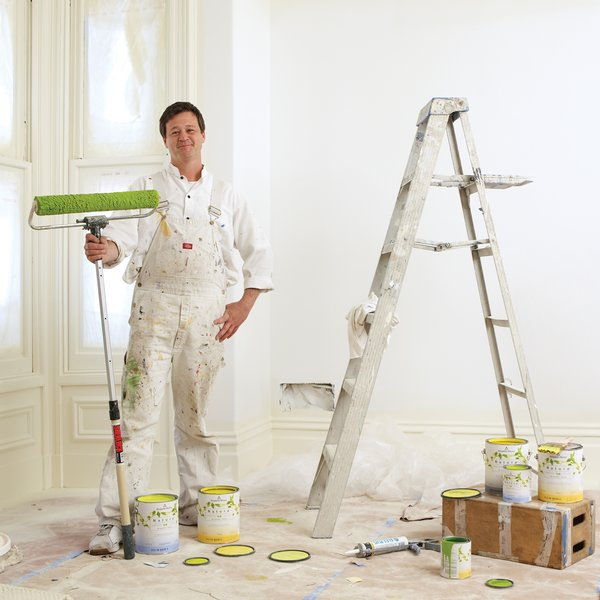 San Francisco–based contractor Clayton Hubbard brushes up on eco-friendly interior house paints and gives us the stroke-by-stroke on flow and coat coverage in various shades of green.