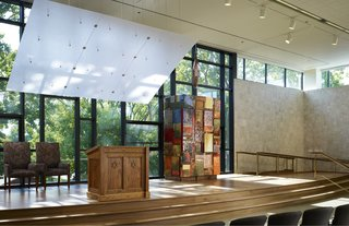 Jewish Reconstructionist Congregation (interior view) in Evanston, Illinois, by Ross Barney Architects. Photo by Steve Hall, Hedrich Blessing.