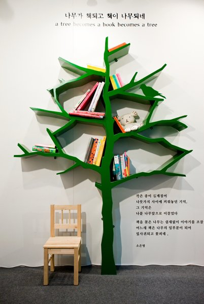 A Tree Becomes A Tree Becomes A Tree by Shwan Soh, Photo by Sergio Pirrone