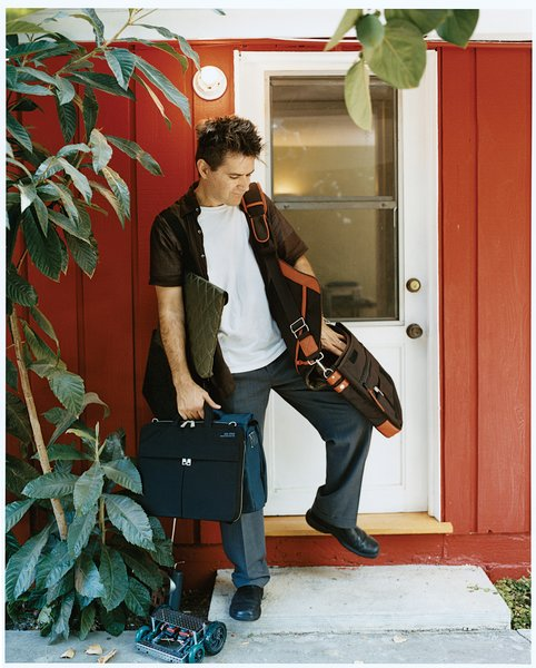Unzipped! Make magazine editor Mark Frauenfelder opens up about the perfect laptop bags.