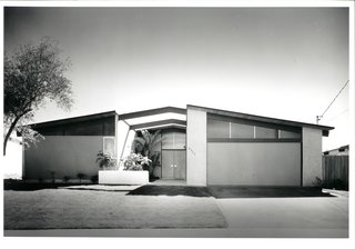Iconic California Midcentury-Modern Architect William Krisel Dies at 92 - Photo 5 of 8 - La Jolla Pacifica by William Krisel