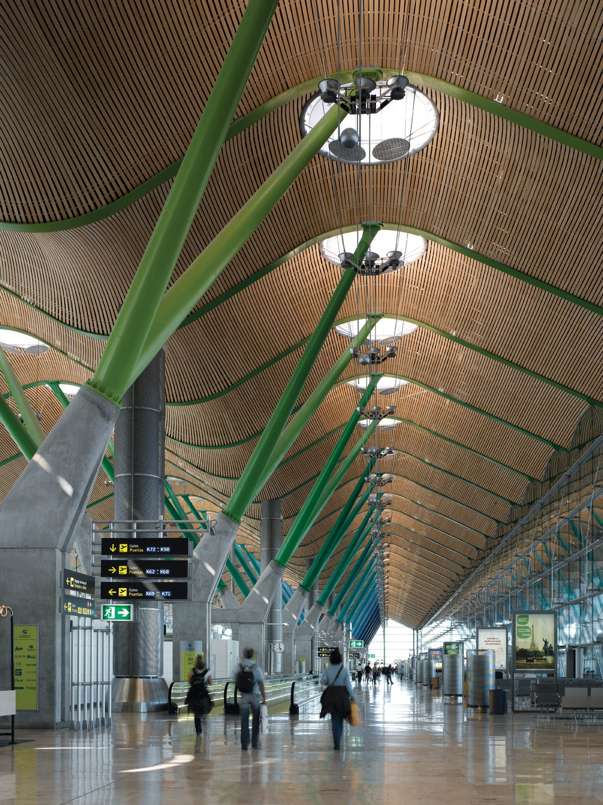 Barajas Airport, Madrid An Introduction to Airport Design - Photo 4 of 5
