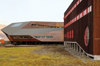 The Svalbard Science Center, on the arctic Svalbard archipelago, is clad in copper sheeting, a material that remains workable even in very low temperatures. Photo by Nils Petter Dale.