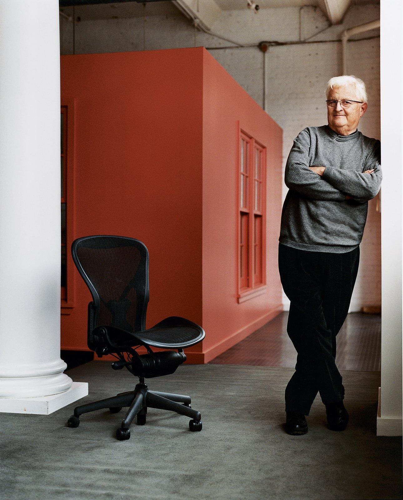 Bill Stumpf Reviews 5 Modern Desks - Photo 1 of 1