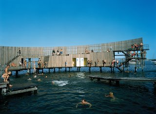 The sea bath's shape creates great acoustics, which local musicians frequently take advantage of by performing impromptu concerts in the middle of the structure. As the structure curves around, two pathways are formed: The outer path ascends into a diving platform, and the inner path remains level, for wheelchair accessibility. Photo by Åke E:son Lindman.