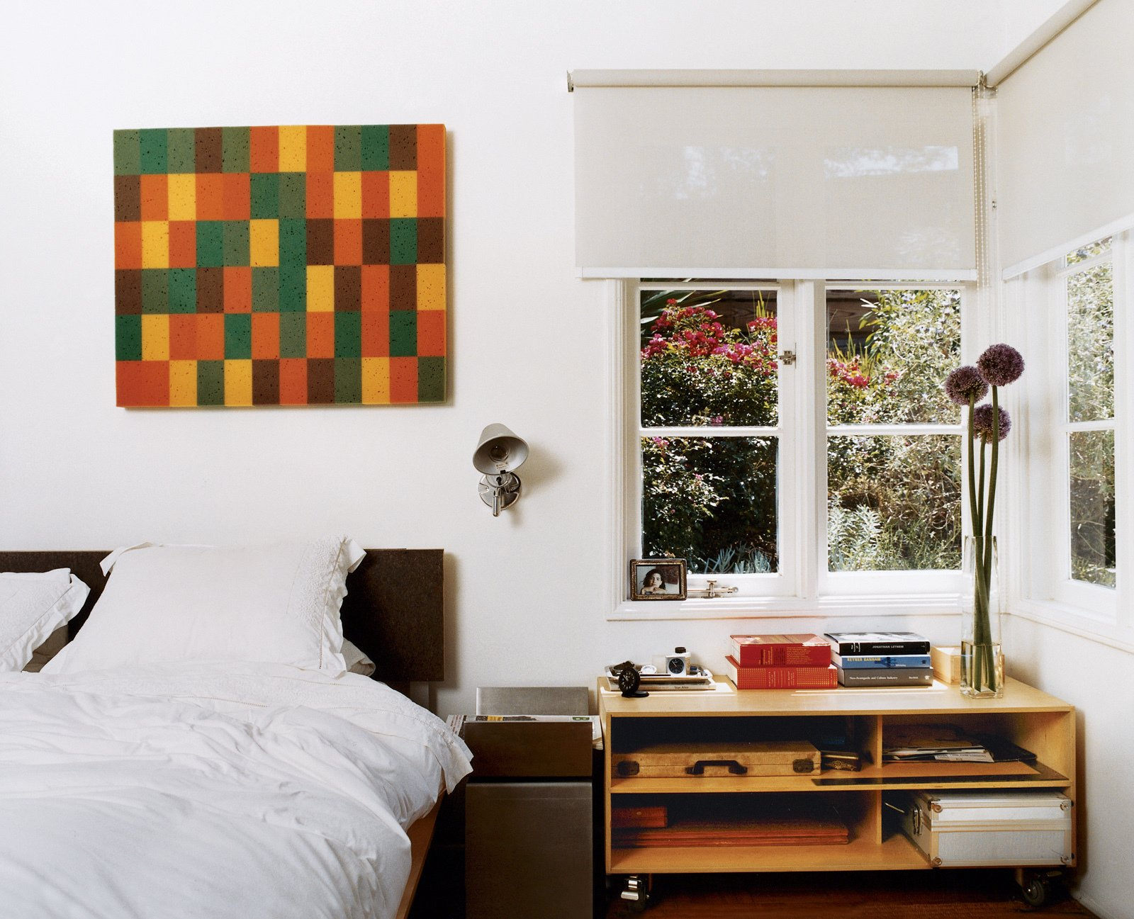 Day designed the plywood-and-aluminum platform bed in the master bedroom, which also opens onto a shady private terrace. The painting is by An Te Liu.  Photo 7 of 12 in Way Out West