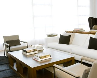 Pacific Heights Remodel - Photo 5 of 10 - Hollis outfitted the living room with a sofa and lounge chairs from Minotti, a coffee table from Holly Hunt, and custom built-in bookcases (see previous photo) by CHM.Photo by <br><br>Ben Mayorga Photography