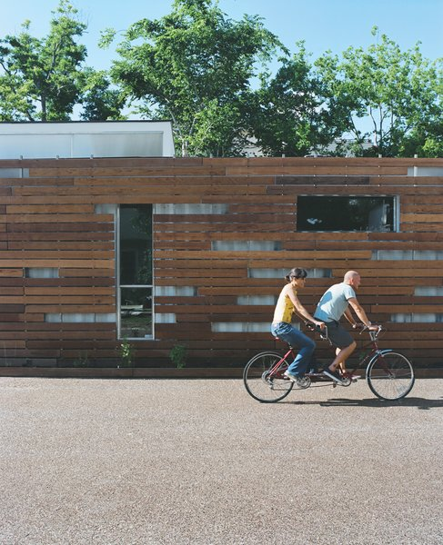 Alongside the redwood shade screen, which keeps the house from overheating, Freeman and Feldmann grow vegetables in an 18-inch-wide garden but frequently bike to nearby eateries for the local Mexican cuisine.