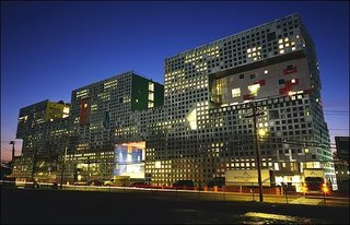 """""""I Live in a Steven Holl"""" - Photo 1 of 8 -"""