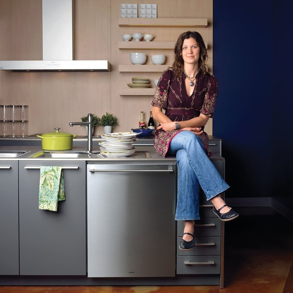 Best Dishwashers<br><br>Today's dishwashers are quieter and more energy- and water-efficient than ever—giving you a little peace and quiet as well as peace of mind. The only thing they don't do is unload the dishes themselves. We asked Bay Area professional chef and caterer Ginny Evans to weigh in on what works in a dishwasher. Her must-haves? A simple, uncluttered design; a top tray for cutlery; and an audible click when you close the door.