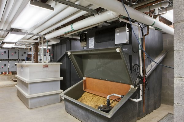 The building has no sewage connection but instead relies on an advanced composting system.s<br><br>Photo by <br><br>Bilyana Dimitrova, Courtesy of the Beacon Institute for Rivers and Estuaries