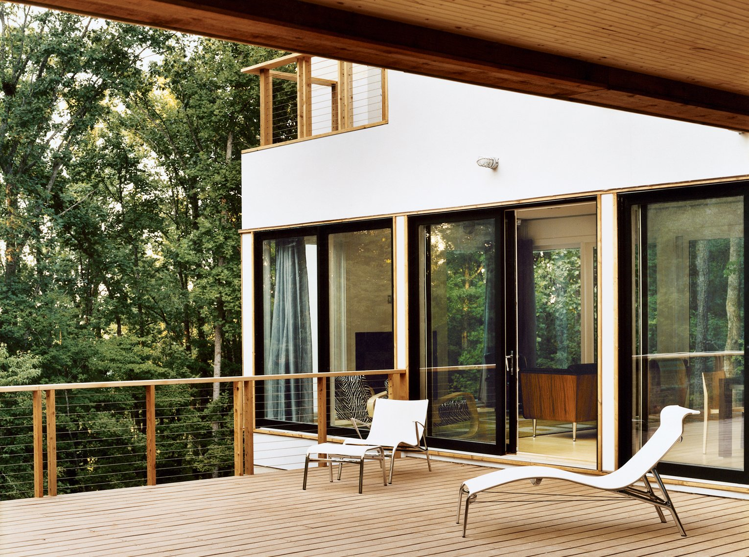 The private site allowed for generous windows and decks, but the Res 4 design could be adapted to   a more urban setting as well. Ultimately, the Dwell Home proves that a manufactured house can be site-specific. The design, scale, and materials are appropriate to the climate and context.