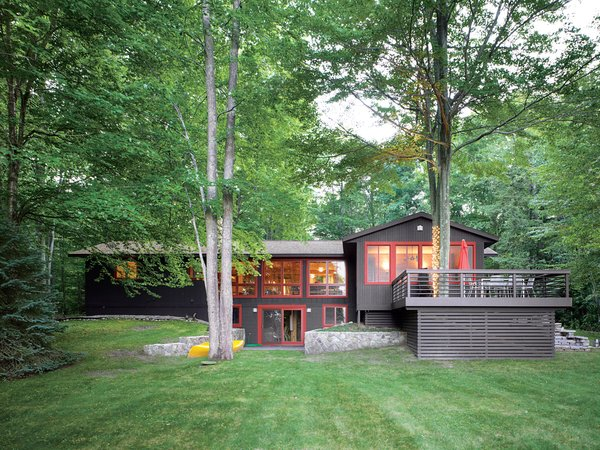 The rise of the front lawn and the height of the trees give the house a subtle presence amid magnificent surroundings.