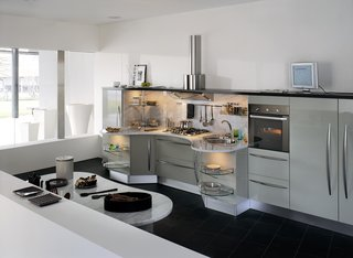 Italian kitchen company Snaidero set out in 2002 to create an attractive kitchen system that would meet the needs of individuals in wheelchairs. The result: the Skyline kitchen.