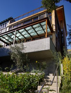 11 Hillside Homes That Feature a Balancing Act With Nature - Photo 1 of 10 - This house in Sausalito by 450 Architects hugs a tight hillside plot that affords a gorgeous view of Richardson Bay.