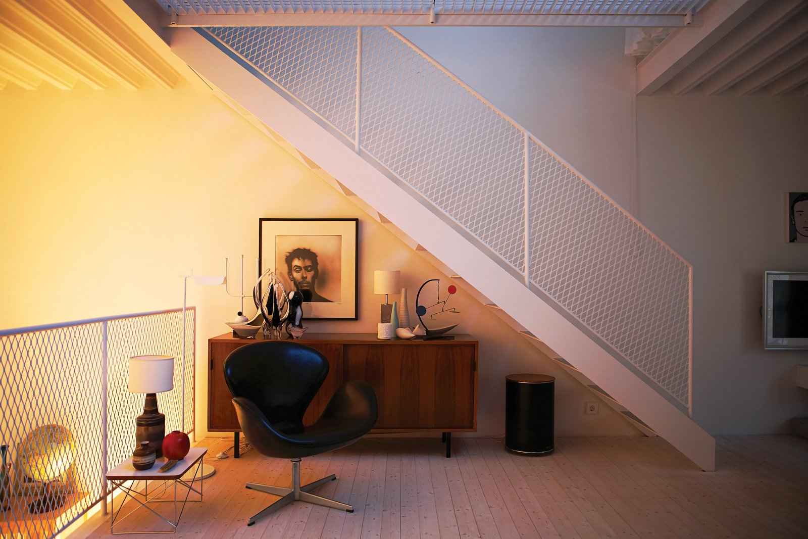 The ever-changing daylight, plus the use of curtains and lighting options, means that Ahlgren and Lökaas enjoy a variety of different atmospheres. Contemporary Nordic Town House - Photo 12 of 14