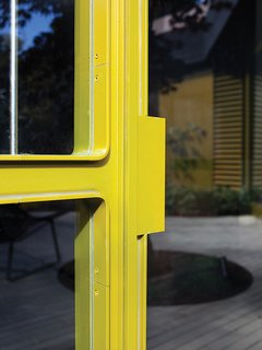 When it came to paint the 40-foot-long curving steel-and-glass window wall designed by Chris and fabricated by Sand Studios, the Deams turned to Steve Bauer of Baumar, who specializes in custom paint finishes, to get the job done. Metallic automotive paint stands up well to the elements—from blaring sunlight to heavy rain—and comes in an almost infinite array of colors.