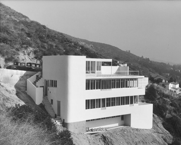 """Shulman's 1936 photographs of Richard Neutra's Kun house launched his career. Brought to the house by one of the architect's assistants, Shulman, then merely a photography and architecture buff, brought along his Kodak Vest Pocket 127-format camera and shot the home while it was still under construction. Upon seeing the photos, Neutra said that they """"revealed the essence of my design"""" and asked Shulman to photograph more of his houses. """"That day I became a photographer,"""" Shulman said. © J. Paul Getty Trust. Used with permission. Julius Shulman Photography Archive, Research Library at the Getty Research Institute (2004.R.10)"""