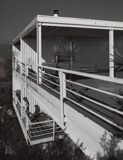 Julius Shulman: 10/10/10 - Photo 4 of 6 - Pierre Koenig's Gantert House was finished in 1981 and photographed by Shulman in 1986, around the time he attempted to retire. Situated above the Hollywood Hills on a lot originally deemed too steep to build on, the steel-and-glass case study–style house has 180-degree views. This is the last completed project by the architect. © J. Paul Getty Trust. Used with permission. Julius Shulman Photography Archive, Research Library at the Getty Research Institute (2004.R.10)