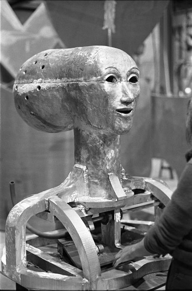 A view taken during the fabrication of 'The Head', a 1980 work by artist June Leaf.