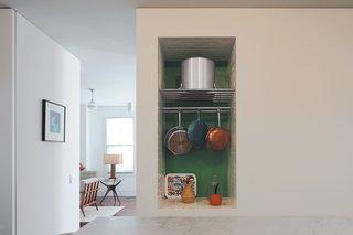 Renaldi's niche for cookware