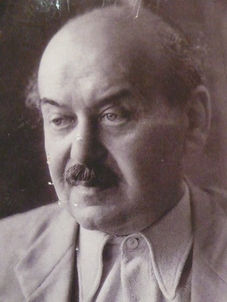 """A 1947 portrait of Lajos Kozma. """"Hungarian tradition does not mean doing what our predecessors have already done,"""" he wrote in 1926. """"What it means is doing what our predecessors did: standing on the bridge between East and West, welding our oriental flavour, provincial freshness, pride of peasants and flare for decoration with the refined erudition of the west…. New can only be created along the boundaries of the spirit of the times."""" Photo courtesy Szalon."""